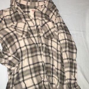 Loose plaid button up